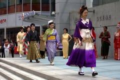 Desfile de moda multicultural imagenes de archivo