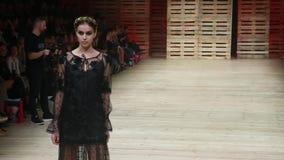 Desfile de moda de Robert Sever