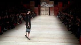 Desfile de moda de Robert Sever almacen de metraje de vídeo