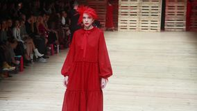 Desfile de moda de Robert Sever metrajes