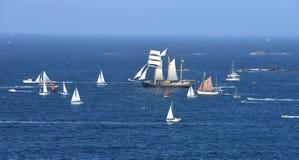Desfile de naves altas fotografía de archivo
