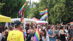 Desfile de orgullo gay anual con millares Europa de los Pueblos almacen de metraje de vídeo