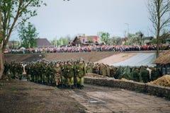 Desfile de re-enactors no identificado vestida como Fotografía de archivo