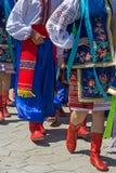 Desfile de ucranianos jovenes en traje tradicional Imágenes de archivo libres de regalías