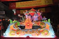 Desfile del aldeano con el coche del cuadro del dragón Fotografía de archivo libre de regalías