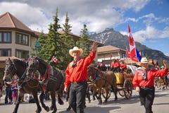 Desfile del día de Canadá en Banff Imagenes de archivo