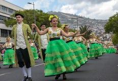 Desfile del festival de la flor de Madeira en Funchal en la isla de Madeira portugal Imagenes de archivo