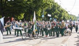 Desfile del festival nacional estonio de la canción en Tallinn, Estonia imagen de archivo libre de regalías