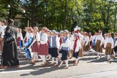 Desfile del festival nacional estonio de la canción en Tallinn, Estonia imagenes de archivo