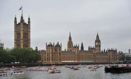 Desfile del jubileo de diamante de la reina Elizabeth Foto de archivo libre de regalías