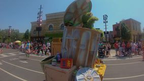 Desfile del partido del Sesame Street en Seaworld en área internacional de la impulsión metrajes