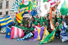 Desfile del ` s del St Patric en Londres imagen de archivo