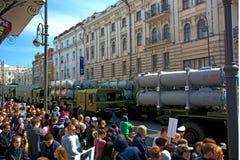 Desfile el día de fiesta año el 9 de mayo de 2017 cuadrado Rusia, Vladivostok Imagen de archivo libre de regalías