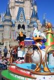 Desfile en castillo mágico del reino en el mundo de Disney en Orlando Foto de archivo libre de regalías