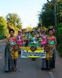 Desfile en el día del deporte de estudiantes primarios fotografía de archivo