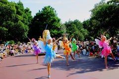 Desfile feliz ideal de Tokio Disneyland de toda clase de cuentos de hadas y de personajes de dibujos animados foto de archivo libre de regalías
