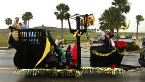 Desfile lluvioso St Augustine 2016 de la Navidad almacen de video