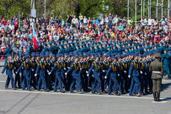 Desfile militar durante la celebración del día de la victoria imagen de archivo libre de regalías