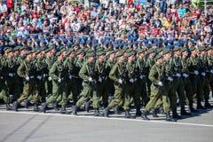 Desfile militar durante la celebración del día de la victoria fotos de archivo