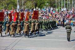 Desfile militar durante la celebración del día de la victoria imagen de archivo