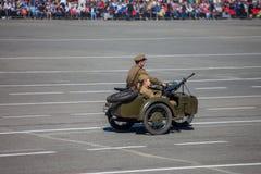 Desfile militar durante la celebración del día de la victoria imágenes de archivo libres de regalías