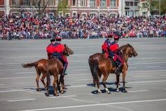 Desfile militar durante la celebración del día de la victoria imagenes de archivo