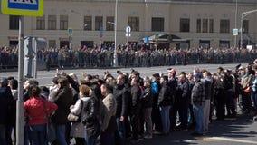 Desfile militar durante la celebración del día de la victoria almacen de video