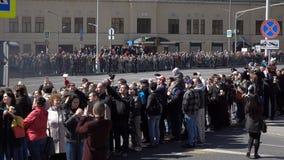Desfile militar durante la celebración del día de la victoria almacen de metraje de vídeo