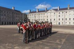 Desfile militar en Collins Barracks en Dublín, Irlanda, 2015 Fotografía de archivo libre de regalías