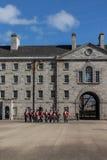 Desfile militar en Collins Barracks en Dublín, Irlanda, 2015 Imagen de archivo