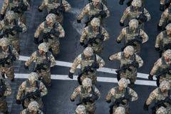Desfile militar que celebra el día nacional de Rumania fotos de archivo libres de regalías