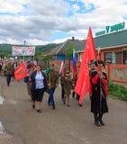 Desfile no dia da vitória com a participação dos alunos e dos cossacos Imagens de Stock Royalty Free