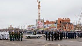 Desfile no quadrado de cidade principal em honra do aniversário 75 do Foto de Stock Royalty Free