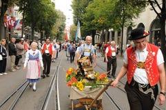 Desfile suizo del día nacional en Bahnhofstreet en ciudad rica del ¼ de ZÃ imagen de archivo