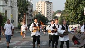 Desfile tradicional Croacia de los trajes almacen de video