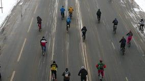 Desfile tradicional en Moscú, invierno 2018 de la bicicleta almacen de metraje de vídeo