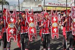 Desfile tribal de los guerreros de Filipinas Fotos de archivo