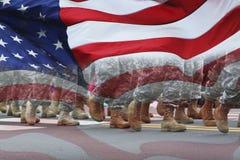 Desfile y bandera del ejército Imagenes de archivo