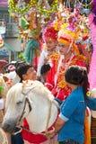 Desfiles del festival Poy-Cantar-largo en septentrional de Tailandia. foto de archivo libre de regalías