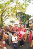 Desfiles del festival Poy-Cantar-largo en septentrional de Tailandia. imágenes de archivo libres de regalías