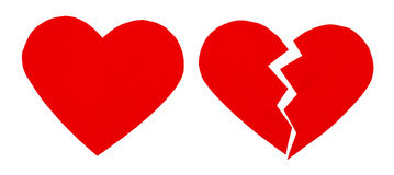 Desgosto vermelho/coração quebrado feche acima de um coração quebrado de papel Foto de Stock Royalty Free
