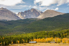 Desidera il picco in Rocky Mountains fotografia stock