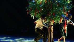 Desiderio del ballo della albero-città universitaria video d archivio