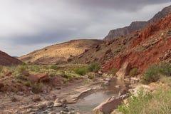 Desierto Barranco-bermellón de los acantilados de AZ-Paria imagen de archivo libre de regalías
