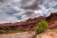 Desierto Barranco-bermellón de los acantilados de AZ-Paria foto de archivo libre de regalías