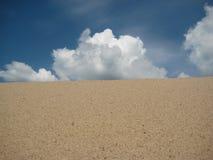 Desierto con las nubes Imágenes de archivo libres de regalías