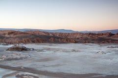 Desierto de Chile Atacama en la puesta del sol fotografía de archivo