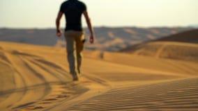 Desierto de Dubai durante el paseo United Arab Emirates de Atv metrajes
