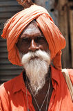 Desierto de la India, Rajasthán, Thar: Sacerdote hindú en Tha Foto de archivo