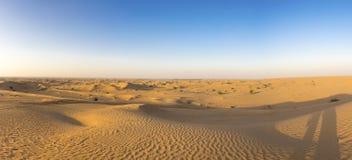 Desierto de las dunas de arena cerca de Dubai en los UAE Imagenes de archivo
